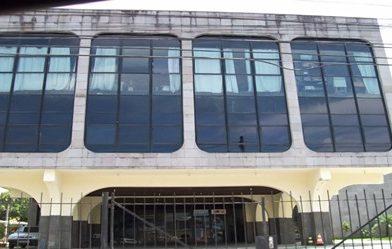 A única biblioteca pública de São Gonçalo/RJ fechou suas portas